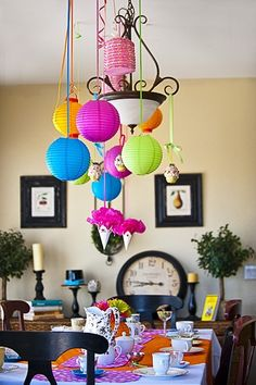 Love the paper lanterns and the table cloth/placemats