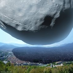 This is supposed to show us the scale of Phobos, but I'm pretty sure it's more likely an illustration of how we're all going to die :)