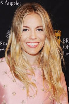natural makeup, sienna miller, layered hairstyles, celebrity hairstyles, layered haircuts, layer hair, hair style, fashion looks, natural looks