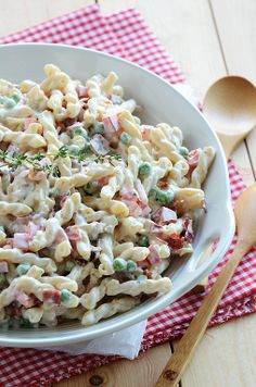 pasta salad with bacon and peas