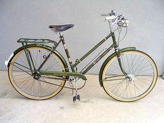 Vintage Raleigh Superbe bicycle