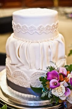 Wedding Cake by clarencedalecake.com / Photography By craig-photography.com