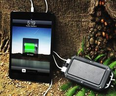 This is a dual #USB #charger plus battery pack which can simultaneously charge your #iPhone and #iPad, or for that matter any #smartphone/#tablet combo. - http://thegadgetflow.com/portfolio/powerpak-charger-battery-pack-smartphones-tablets/