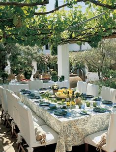dining in the open air- Spanish style