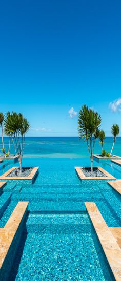 Infinity pool to the sea.....gorgeous!!