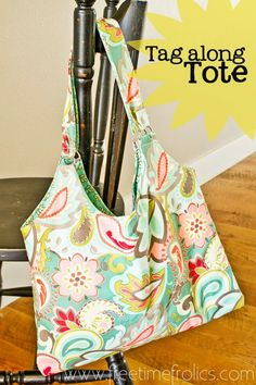 Free Tote Bag pattern www.freetimefrolics.com A Great tote with lots of space for all the extras