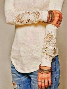Cute off-white sweater shirt with lace sleeves and denim jeans