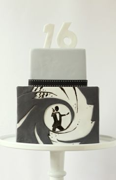 james bond cake, 007 parti, james bond party, 40th birthday, groom cake, party cakes, 007 cake, birthday ideas, birthday cakes