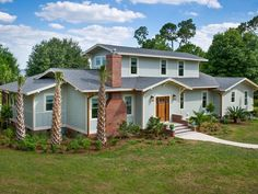 Thanks for joining us for a virtual open house! Let's get this party started. Blog Cabin 2014 is located in sunny Winter Haven, Florida and our friends at HGTV's FrontDoor.com have a great guide for Lake Hamilton and the surrounding area.