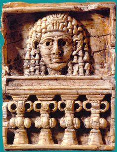 Placa fenicia tallada en marfil
