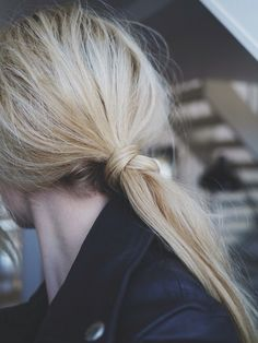knotted: easy low pony on-the-go. easi low, ponytail low, knot poni, summer hair, fashion beauty, ponytail hairstyles, fashion women, low poni, knot ponytail