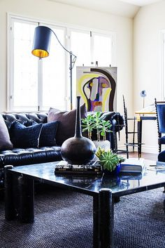 Home Tour: A Young Art Consultant's Expertly Curated Colonial via @domainehome