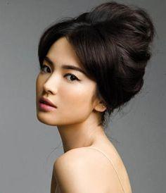 Beautiful South Korean actress Song Hye Kyo