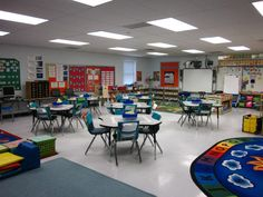 Organized classroom - LOVE those desks and chair pockets