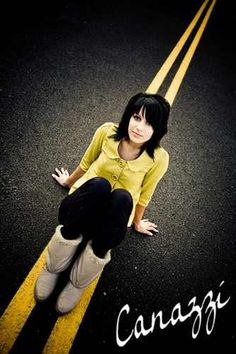 Senior pics..love the yellow shirt with the yellow stripe...this is a cute idea