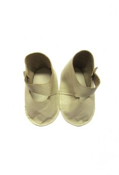 Girls shoes in soft lamb leather. By Anja Schwerbrock.