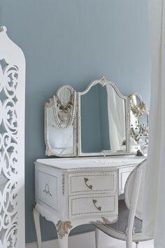 David Cleveland decor, gorgeous bedroom, bedroom vaniti, dress room, boudoir, cottages, bedrooms, diy, blues
