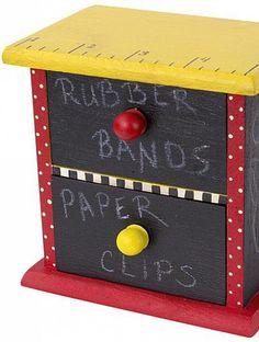 DIY School Supply Organizer | Keep those desk supplies organized this year with this DIY organizer!
