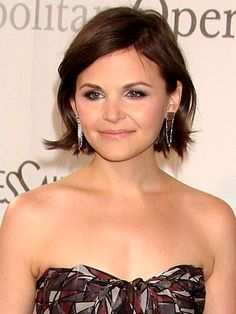 Another picture of Ginnifer Goodwin's wavy bob. Very cute and fresh.