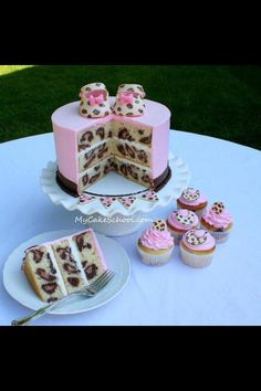 This is a leopard print cake. Not exactly sure its suited for a wedding but for some who love it why not. It can be adapted with bride and groom dressed in leopard print and other designs for the cupcakes Im sure!