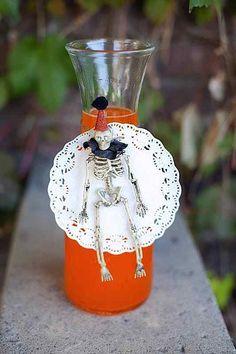 CUTE drink idea! Vintage halloween party via Kara's Party Ideas #halloweenparty #drinks