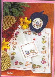 Toalha de mesa Corujas http://bordados-ideias.blogspot.com.br/search/label/Ponto%20Cruz