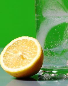 היתרונות הבריאותיים של שתיית מים עם לימון - אגוגו מגזין בריאות