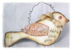 Bird ornament #DIY #inspiration #bird #Christmas #tree #ornament #ornaments #button #buttons #glitter