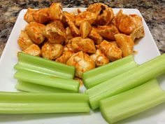 This healthy buffalo chicken recipe is a great alternative to fried chicken. HASfit's healthy dinner recipe is easy to make and low in calories.