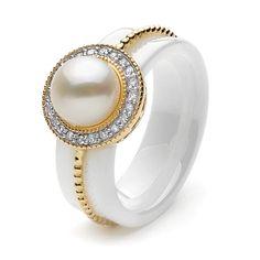 Anillo en Oro con Perla y Diamantes.