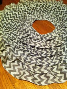 Cupcakes & Crayons: DIY: No Sew Ruffle Tree Skirt-in red!