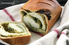 Cheesy pesto bread -
