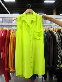 Ommmmmg! My favorite summer color. And favorite blouse.
