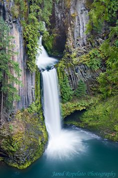 Toketee Falls - Columbia River Gorge, Oregon http://www.vacationrentalpeople.com/vacation-rentals.aspx/World/USA/Oregon