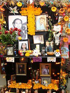 I love the idea of brilliant home altars for a day to remember our loved ones. #diadelosmuertos #dayofthedead muerto altar, dead idea, dead altar, los muerto, dia de, de los, famili altar, altars, halloween