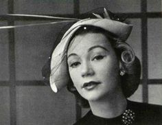 Le Monnièr has chosen a natural bengal by Georges Frères to create this bicorne shape trimmed with a bird made of light-colored straw, photo Pottier, 1952