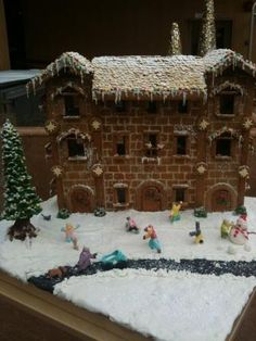 Gingerbread Ski Lodge- National Gingerbread Showcase #gingerb2012  Inn at Laurel Point, Victoria BC
