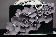 Black wedding cake. Elegant... idea, black weddings, modern wedding cakes, grey weddings, modern weddings, flowers, modern cakes, unique weddings, card boxes
