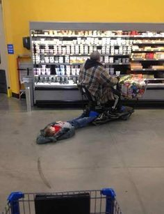 I THOUGHT I WAS LAZY Shopping at Walmart - Funny Pictures at Walmart