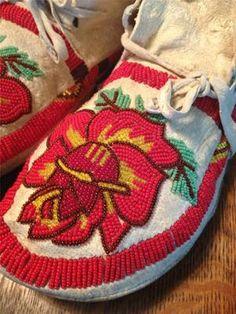 VTG Native American Handmade Beaded Buckskin Moccasins