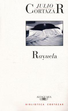 """Rayuela es una novela del escritor argentino Julio  Cortázar. Escrita en París y publicada en España en 1963. Es una narración introspectiva que narra la historia de Horaco olivera con multiples finales,  que juega con la subjetividad del lector. El autor la lama """"contranovela"""" y afirma que de alguna manera es la experiencia de toda la vida y la alternativa de llevarla a la escritura."""
