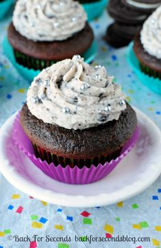 Chocolate Oreo Cupcakes with Cookies and Cream Frosting   #oreo #cupcakes #cookiesandcream #dessert