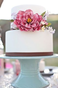Cake with floral detail