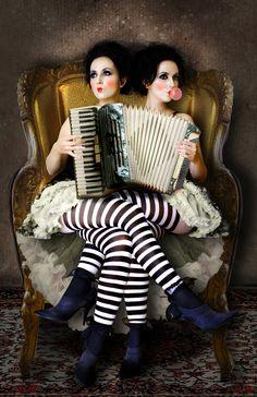 Accordion twins / #dark_circus #night_circus #carnival