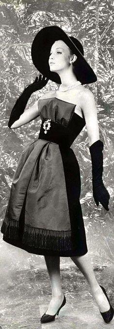 Nina Ricci for L'Art et la Mode, 1959. Photo: Jacques Decaux
