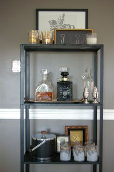 Hyllis shelf turned bar.