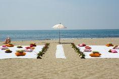 BEACH WEDDING IDEA, I LOVE THIS!