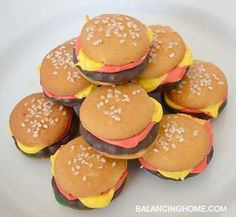 Mini burgers made from cookies