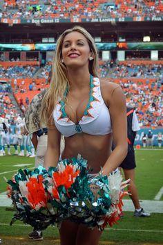 Miami Dolphins cheerleader