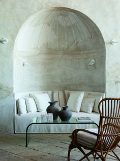 sofa in a curved niche. heaven!  Better if it had curtains, serious refuge